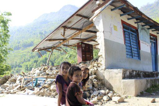 Hjälp oss att bygga upp deras skola i Nepal