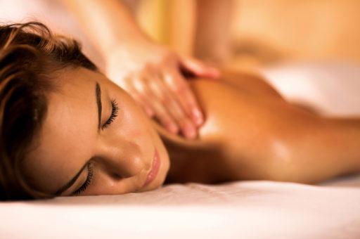 Bästa massageövningarna för nacken (perfekt för dig som jobbar framför datorn)