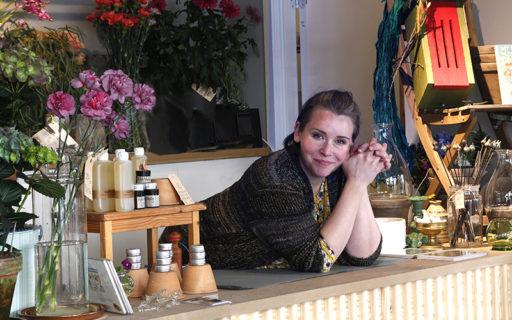 Hon har fem verksamheter – i en butik