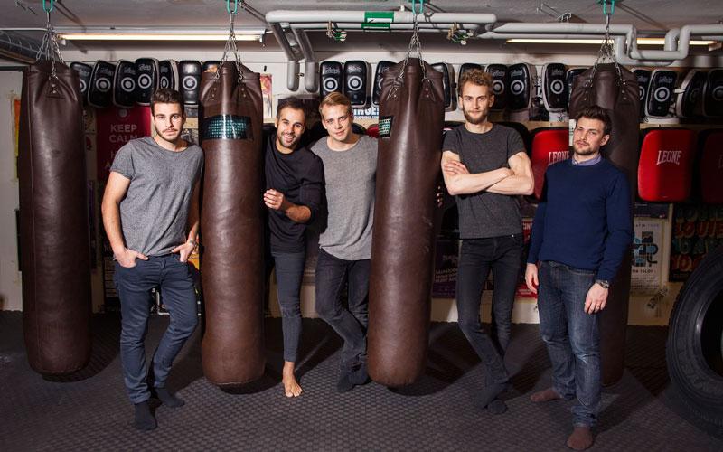 <![CDATA[Andreas Wilson (längst till höger) tillsammans med vännerna som startade slagsmåls- klubben Fightbox i Stockholm. Foto Nils Petter Nilsson]]>