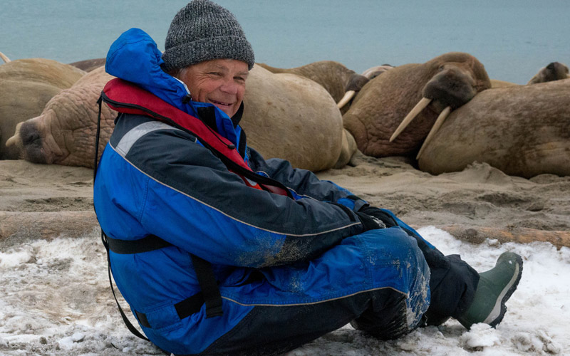 <![CDATA[Anders Andersson bland valrossar under en av alla fotoresor.]]>