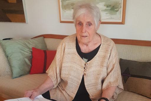 Elsie Johansson lurades av fakturaskojarna