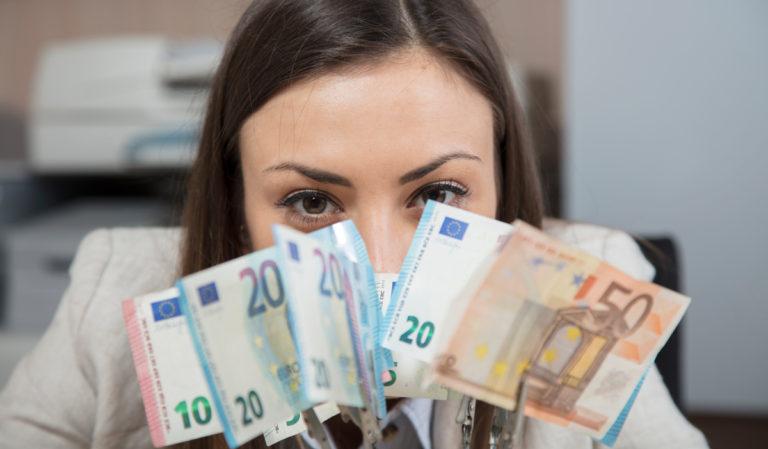 EU vill förenkla momsreglerna.  Hur ställer sig partierna till det?