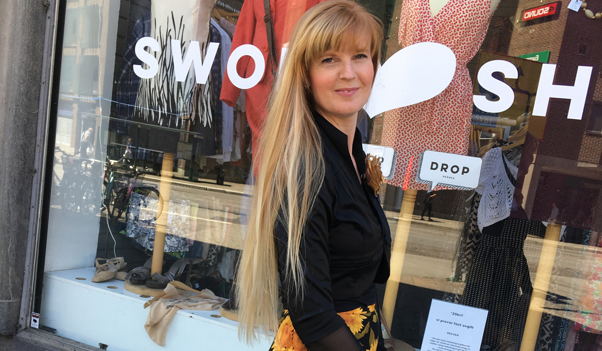 3c81263a5ab5 Hon driver Sveriges enda bytesbutik för kläder