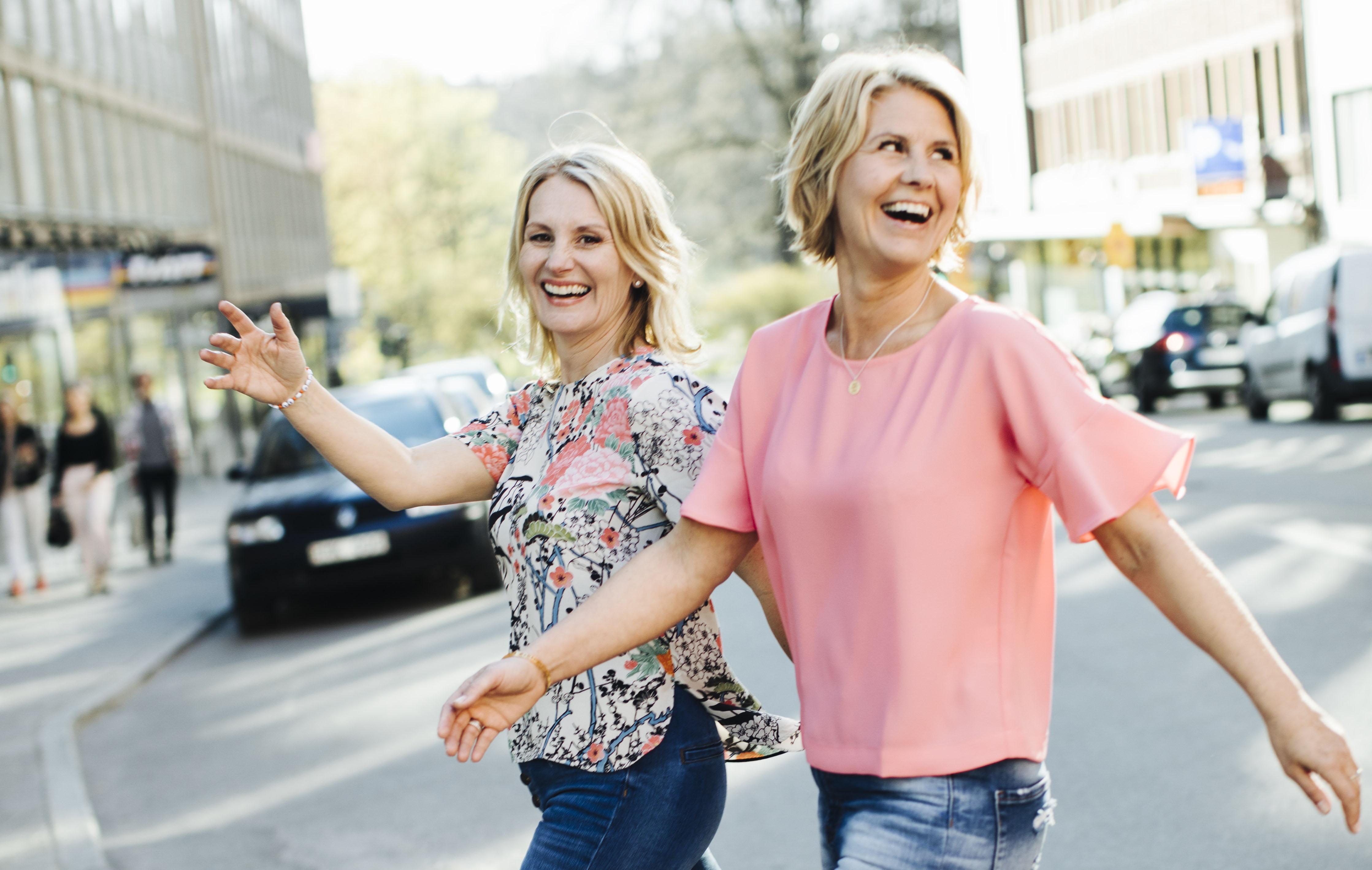 Carina Sunding och Marie Thorslund har gjort business av att nätverka. FOTO JULIANA WIKLUND