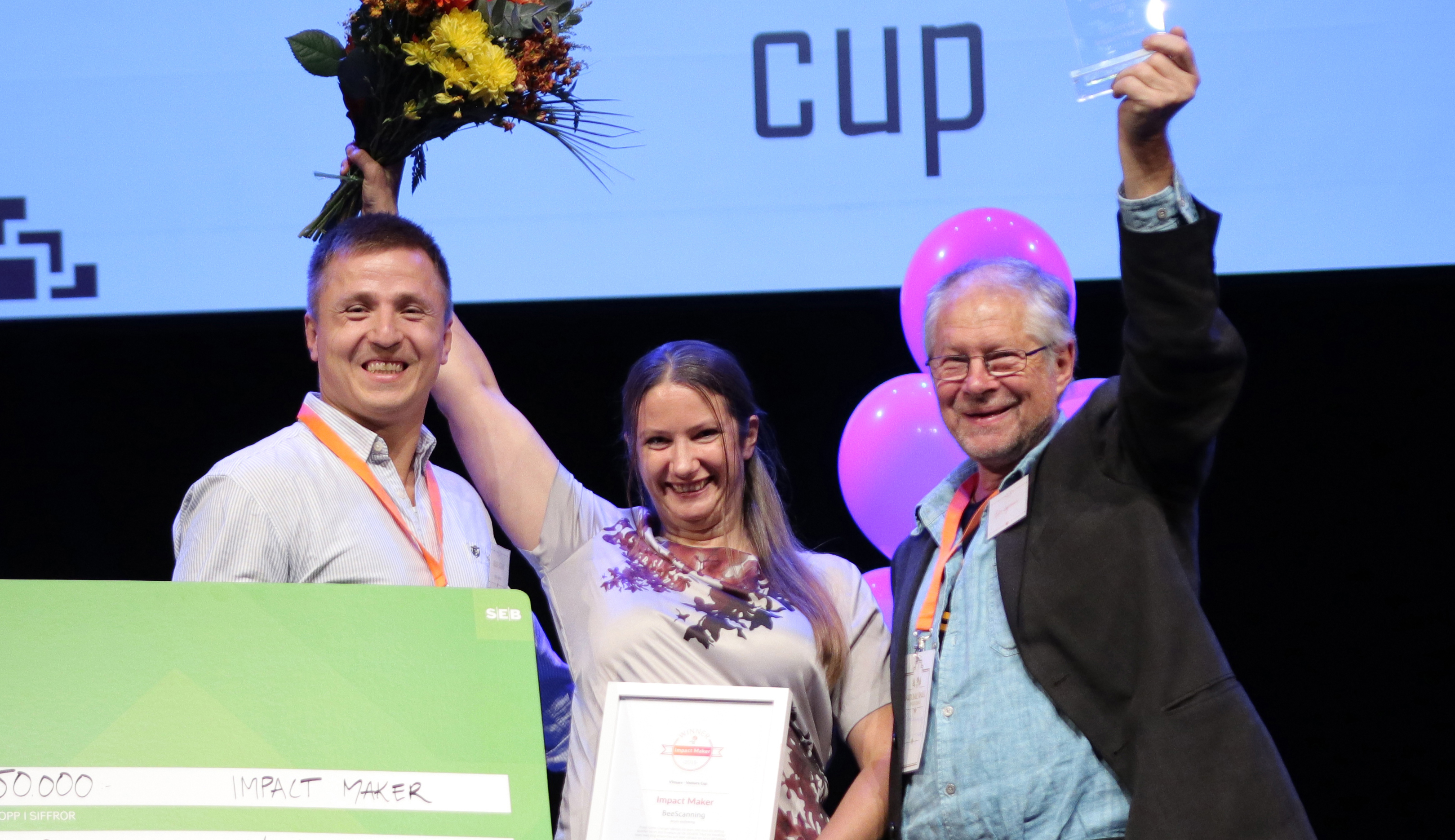 Björn Lagerman till höger med Rikard Lagerman och Emmy Sundström. FOTO VICTOR ACKERHEIM