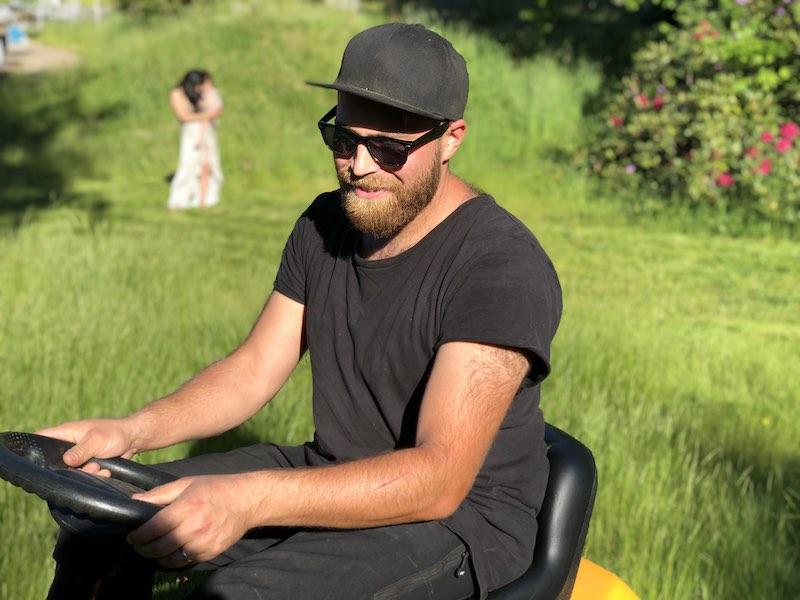 Mikael Belenki TippMicke gräsklippning